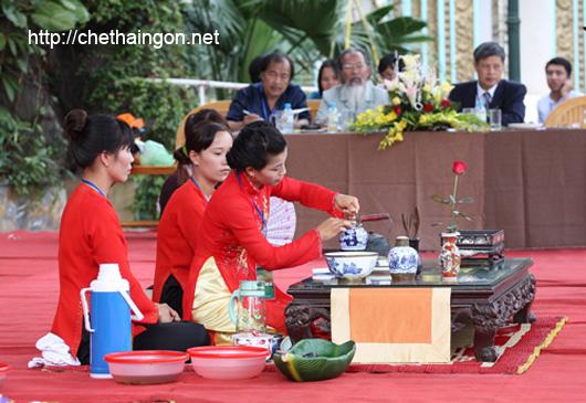 Biểu diễn pha trà tại Festival trà Thái Nguyên