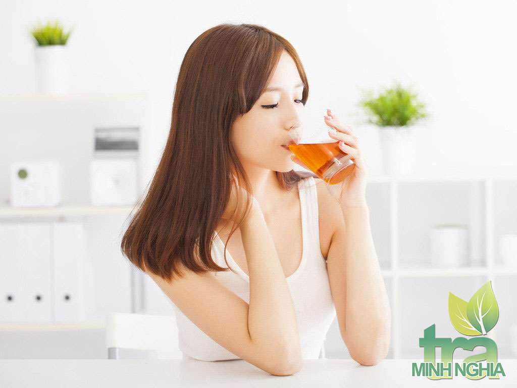 Tăng cường sức khỏe và vẻ đẹp bằng trà sơn mật hồng sâm